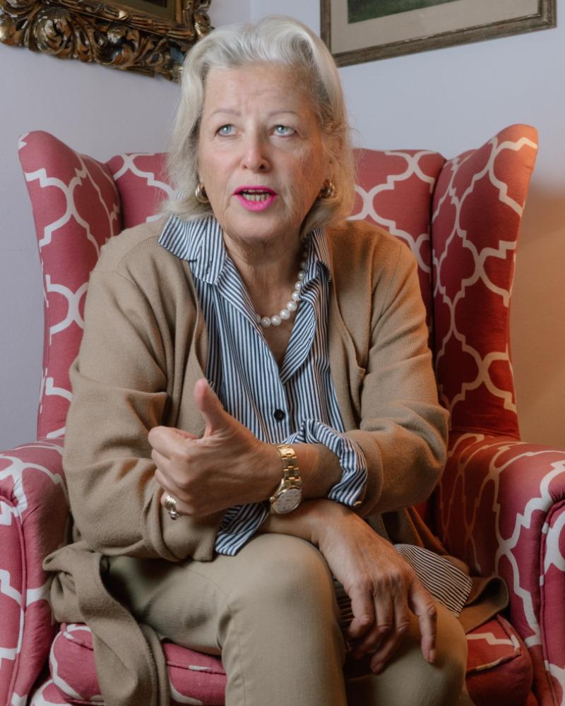 Kati Rochas-Mann, Autorin von Kurzbiografie